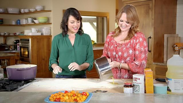 Joy the Baker and Ree The Pioneer Woman make cinnamon rolls