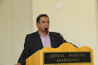 Tadeu Morais discursa durante sessão ordinária na Câmara de Araraquara