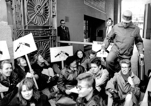 Kansalaistottelemattomuutta pääesikunnalla 15.10.1990