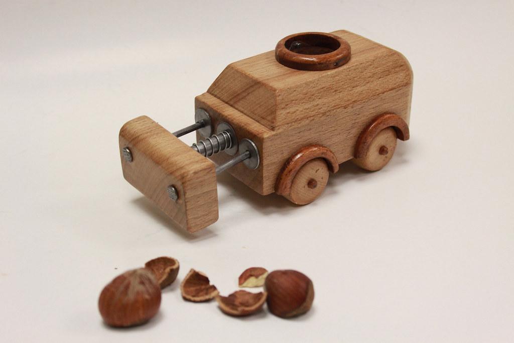 מפצח אגוזים, לירון והב, מתוך תערוכת