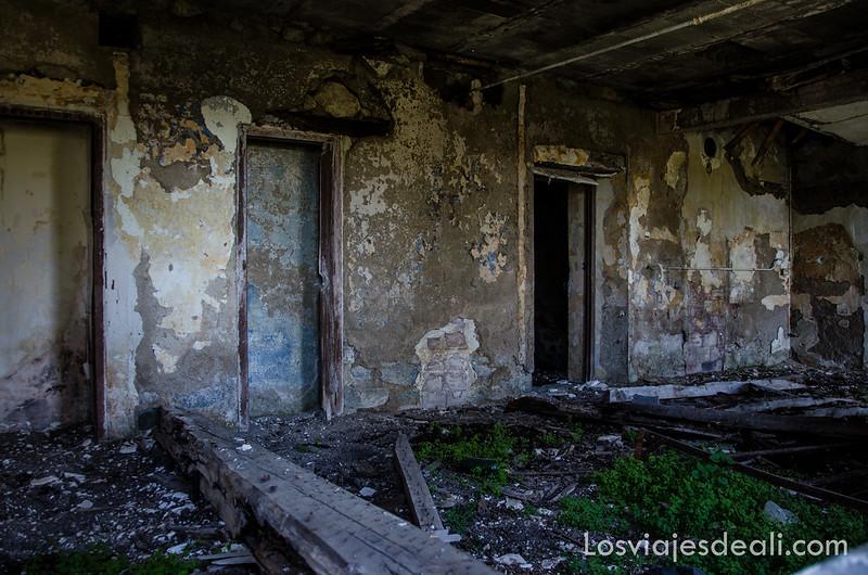 antiguas viviendas de mineros en el refugio la batère