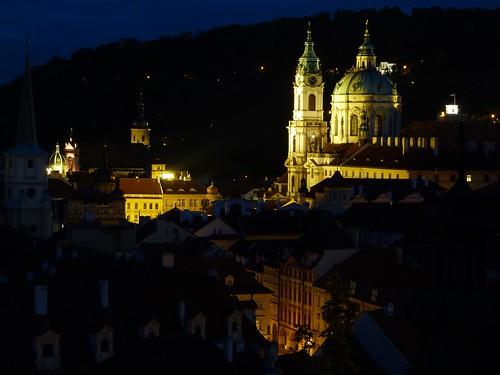 Barrio de Malá Strana de Praga por la noche
