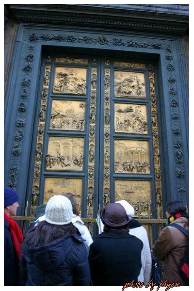 1108878294_洗禮堂雕刻巧奪天工的天堂之門