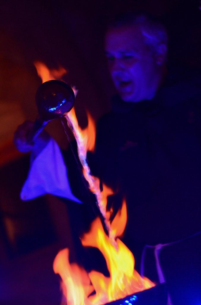 Conxuro da Queimada con el fuego en la noche