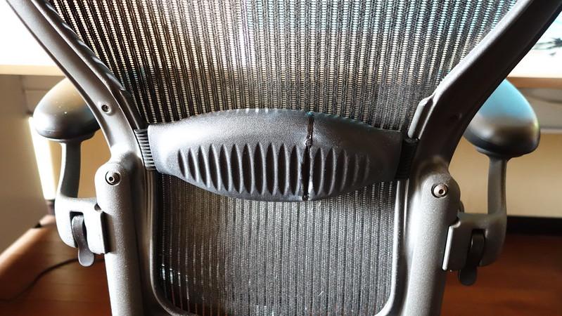 アロンアルファでアーロンチェアのランバーサポートの故障を修理
