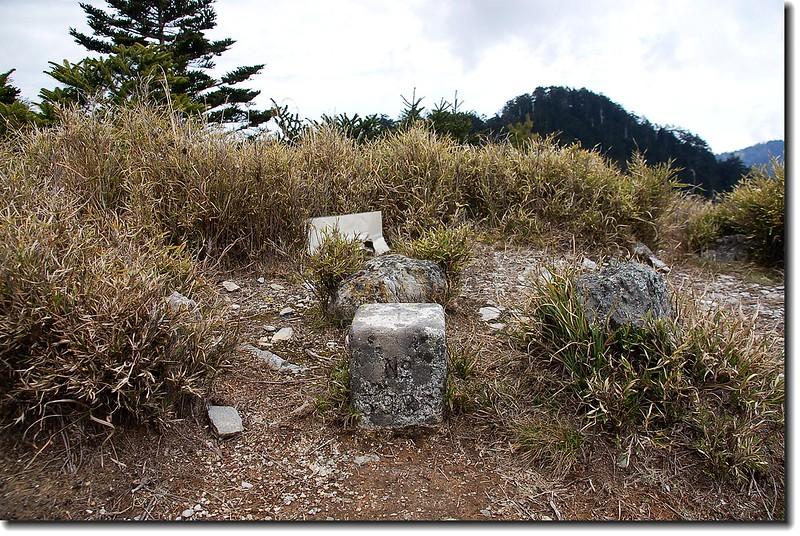 磐石山三等三角點(#5986 Elev. 3106 m)