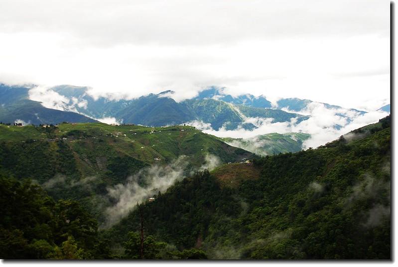 山嵐掩群山 1