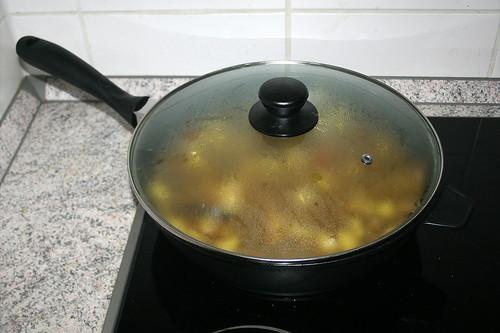 48 - Geschlossen weiter schmoren / Continue to stew closed
