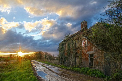 sunshine clouds rural sunrise ruin earlymorning somerset derelict hdr ruined moorland deterioration slm somersetlevels riverparrett somersetlevelsandmoors rnbparrett northmoorgreen horlakemoor strictlyprivatekeepout
