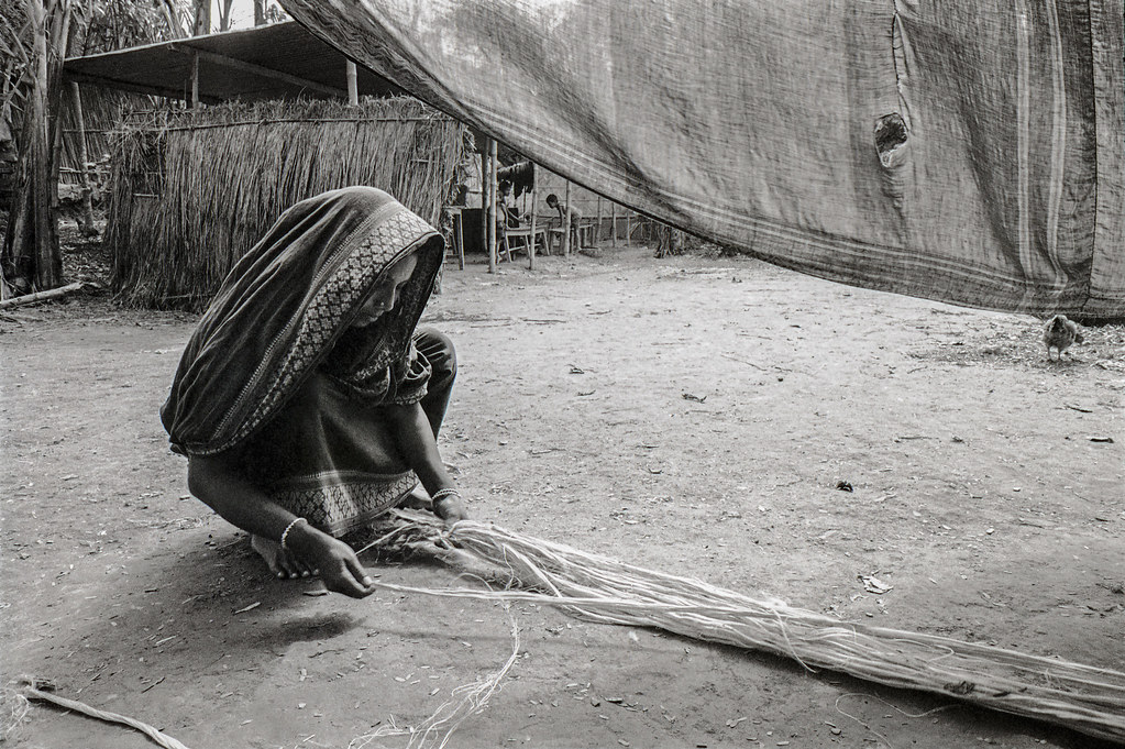 Woman making jute rope 1988 v2