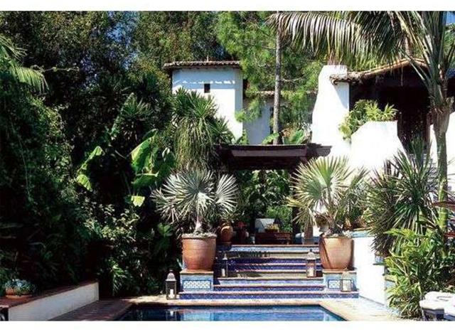 Дом с бассейном в Голливуде актера Джейсона Стейтема