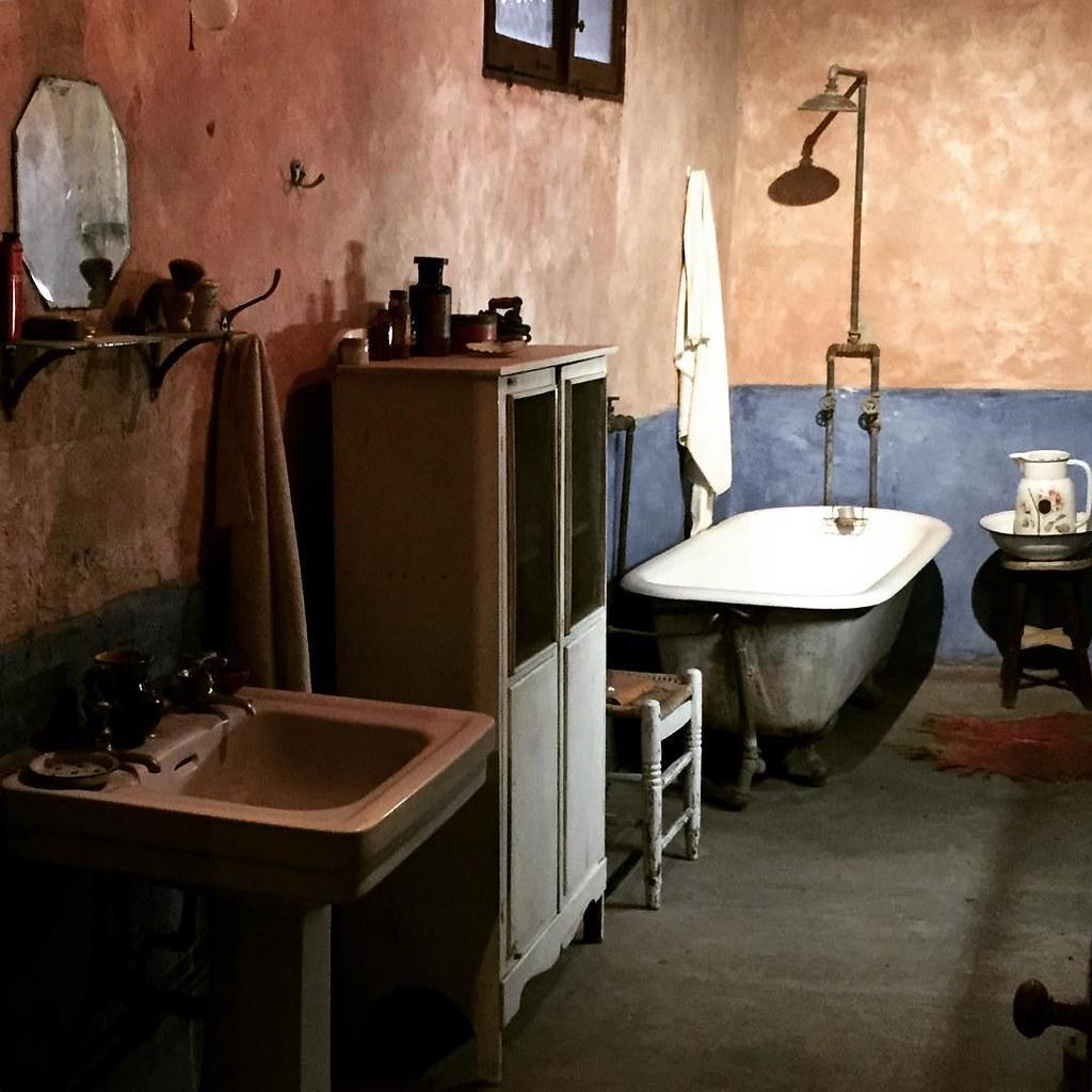 You guys, it's Leon Trotsky's bathroom.