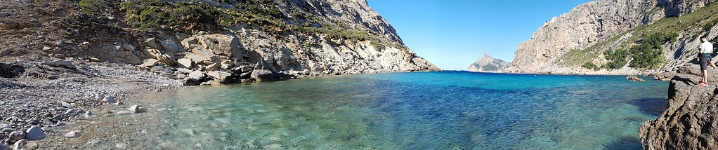 The best beaches in Mallorca: a panormala of the beach in Cala Boquer with its azure colored water