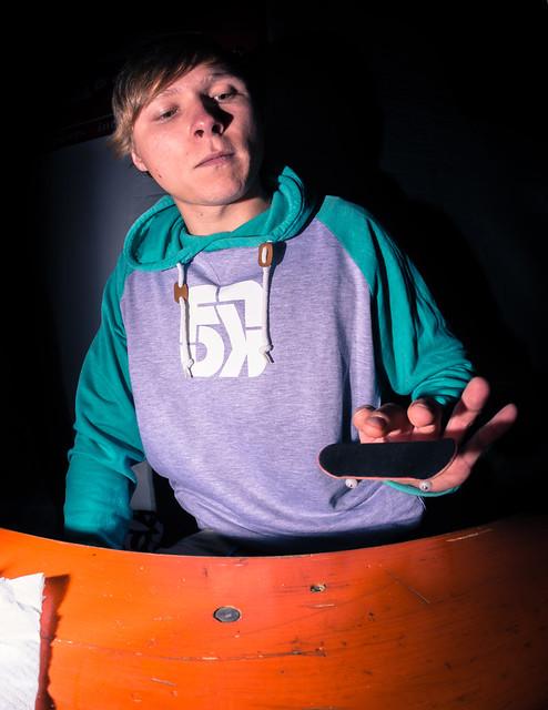 Stephan Schöneborn - Fast Fingers 16 - Table Flip