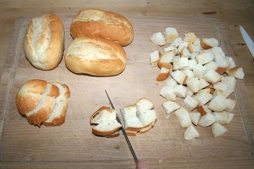32 - Brötchen würfeln / Dice buns
