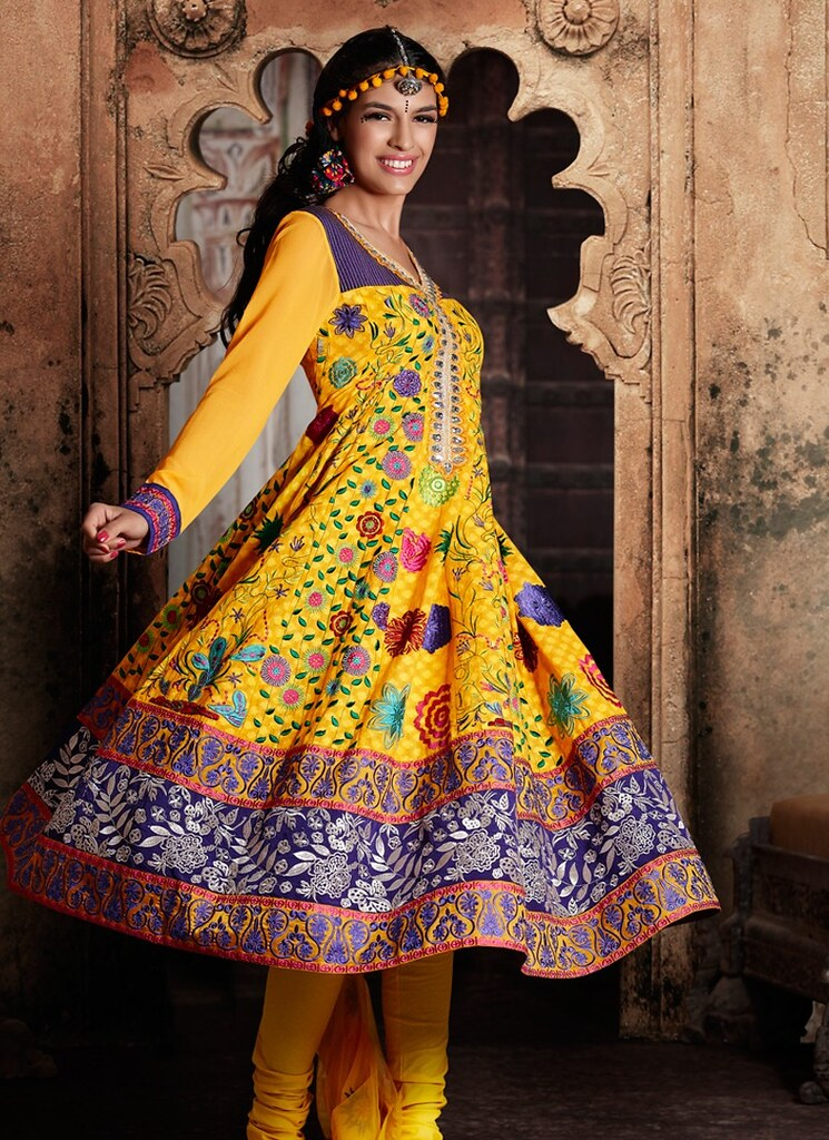 10 Best Suiting Trends Of Mehndi Function In Pakistan For Girls - Blog Of The world