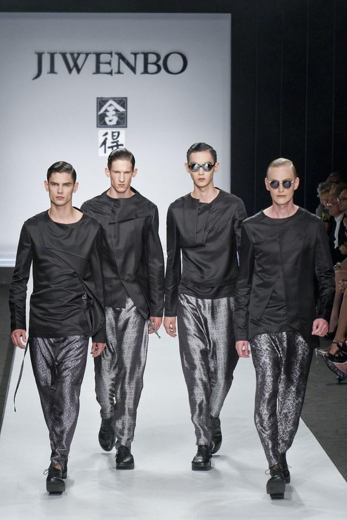 SS14 Milan Ji Wenbo060_Arthur Gosse, Botond Cseke, Gerhard Freidl(fashionising.com)