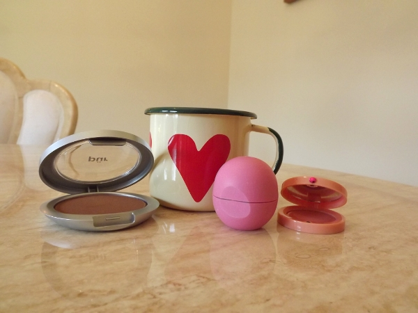 Morning Beauty Routine with Pur Minerals Mineral Glow Pressed Powder, Tetley Tea, Green Tea, EOS Lip Balm and Bourjois Cream Blush