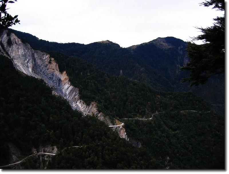 關山北峰崩璧及庫哈諾辛山(From 圓木休息區)