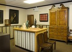 Royal Mint Newton cabinet