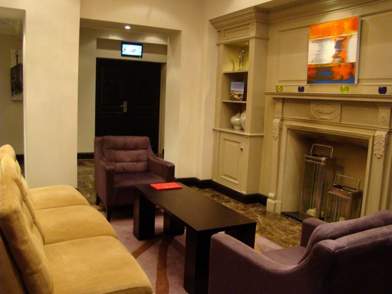 Rydges Kensington lobby
