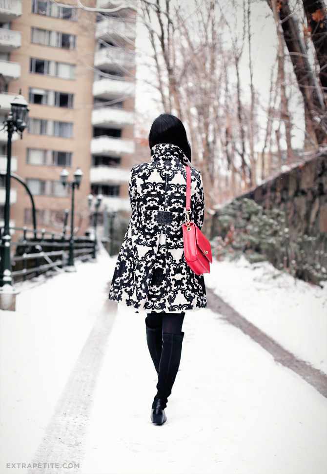 snow day scroll print coat