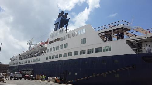 Saga Pearl 2 - Cape Town Harbour by chrisLgodden
