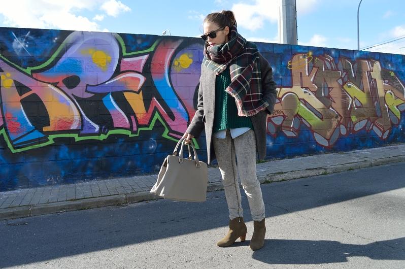 lara-vazquez-madlula-blog-grey-bag-jeans-tartan-foulard
