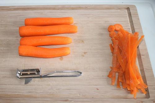 12 - Möhren schälen / Peel carrots