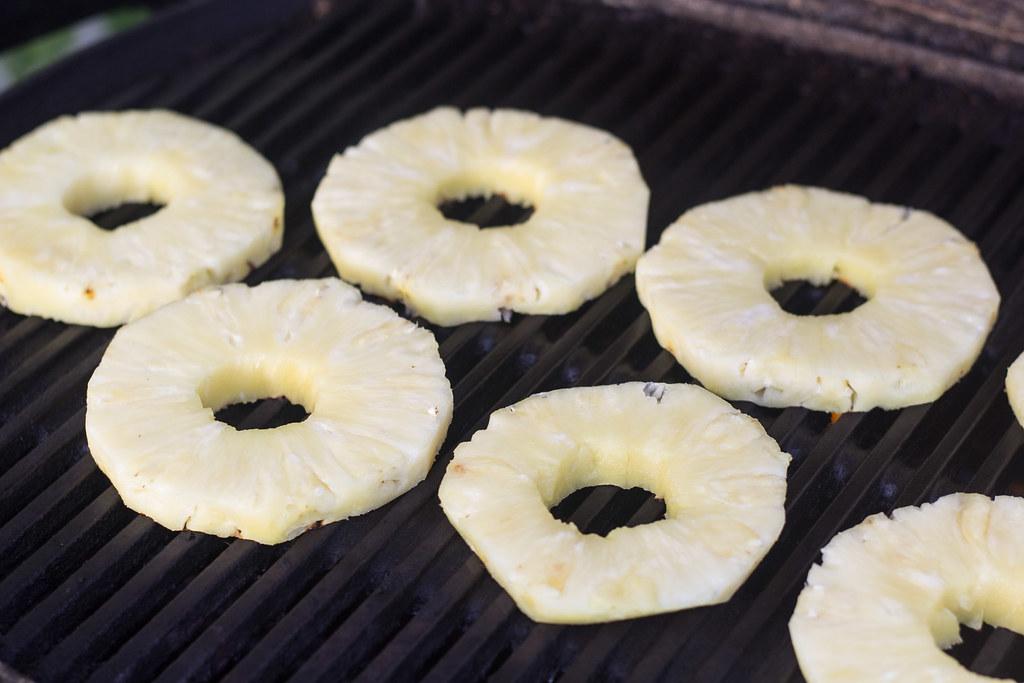 Opskrift på grillet ananas med råcreme