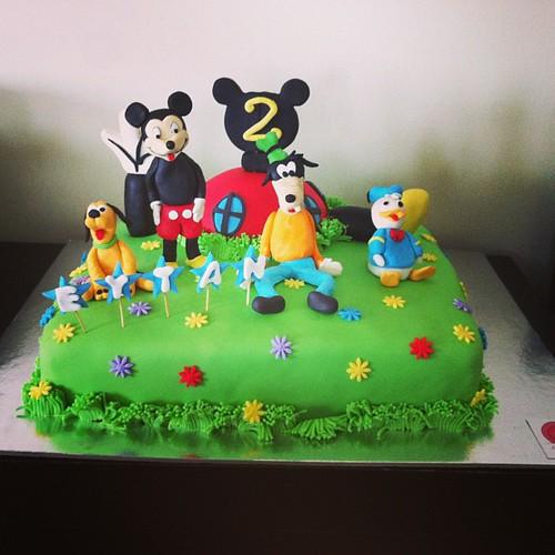 #mickeyclubhousecake#mickeyninklupevipasta#mickeycake#sugarart#sugarpaste#sekerhamurlupastalar by l'atelier de ronitte