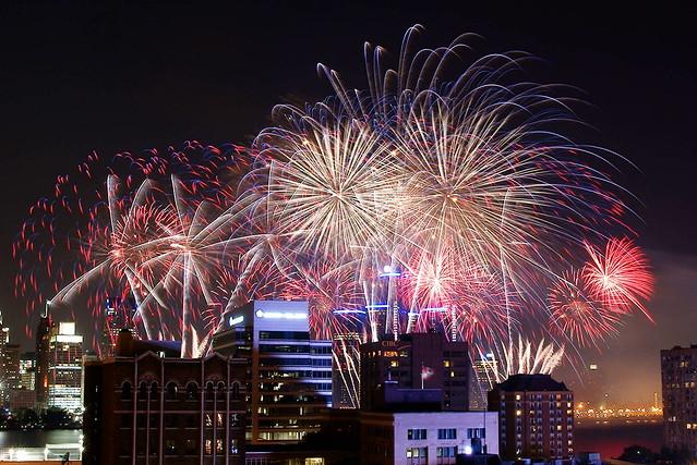 2013 Detroit River Fireworks