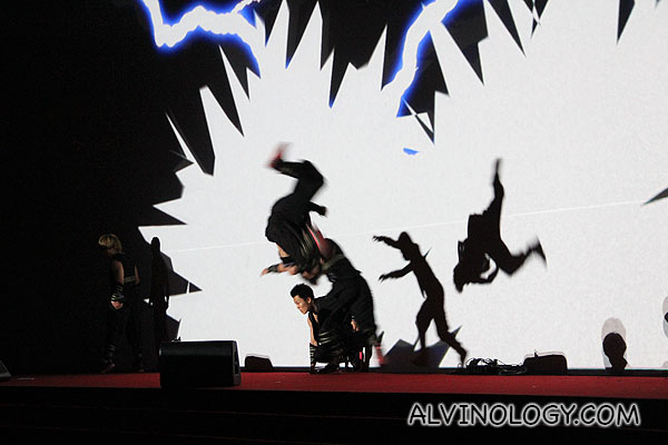 I love the lighting and shadow effects for this dance segment