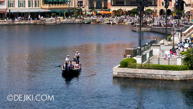 Tokyo DisneySea - Mediterranean Harbor - Venetian Gondolas