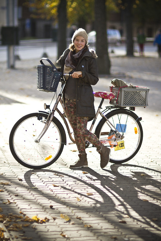 Portraits of people on bikes : Maria