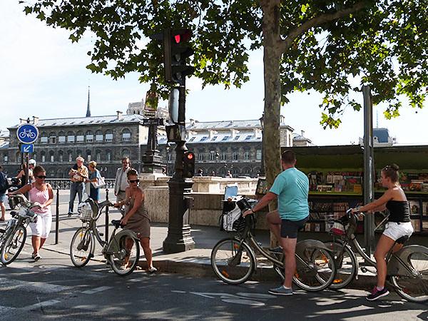 vélo et bouquinistes
