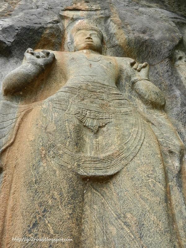 Шри Ланка, одна из статуй Будурувагала