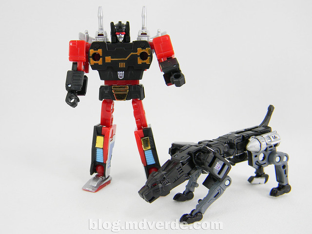 Transformers Rumble Masterpiece - modo robot vs Jaguar