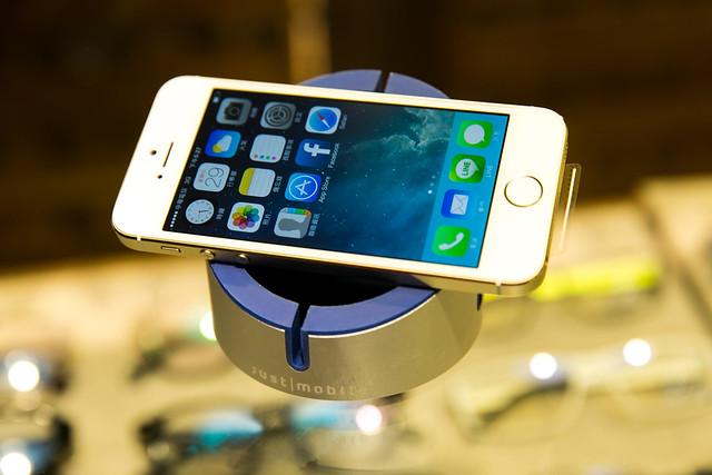 簡、潔、杯!Just|Mobile AluCup 手機平板置放架 @3C 達人廖阿輝