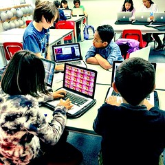 Student-led #speedgeeking session on blogging in gr6 #ibmyp technology