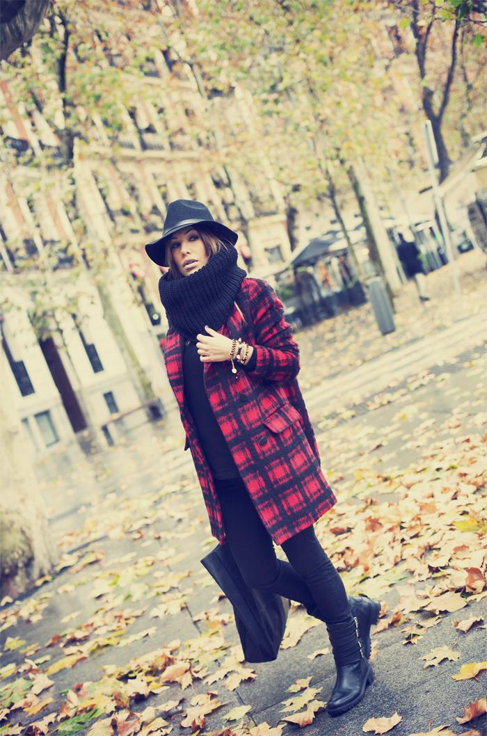 street style barbara crespo autumn leaves puerta alcala madrid fashion blogger outfit