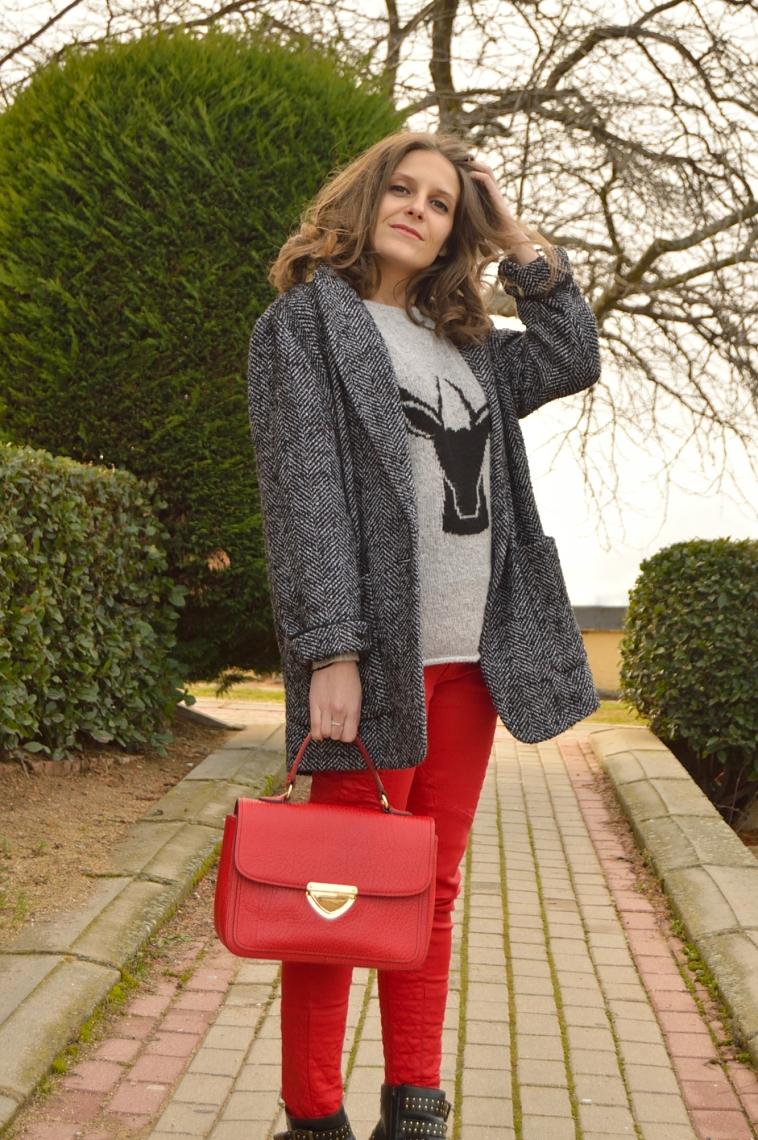 lara-vazquez-madlula-style-chic-fashion-deer-grey-sweater