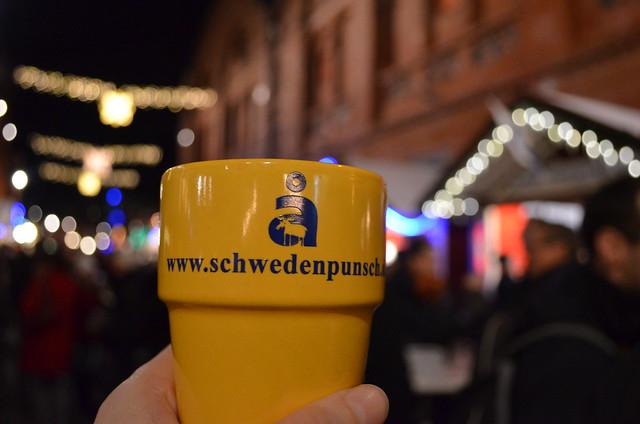 Lucia Weihnachtsmarkt Berlin Sweden punch