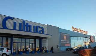 """Shopping : espace commercial """"les Portes du Futur"""""""