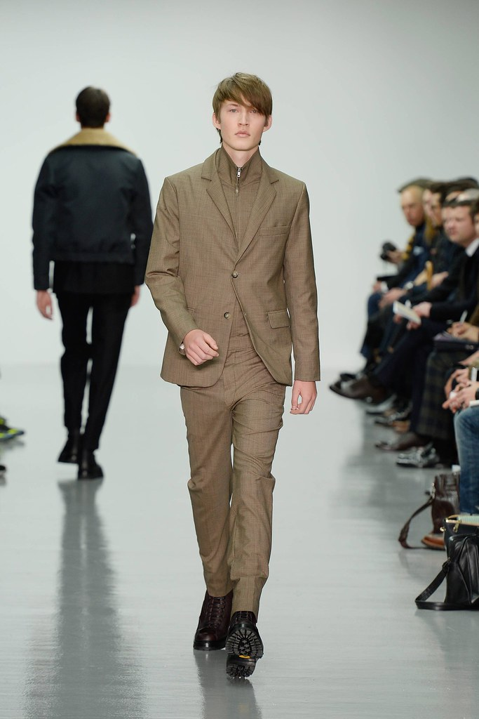 FW14 London Lou Dalton010_Elijah Tyedmersl(VOGUE)