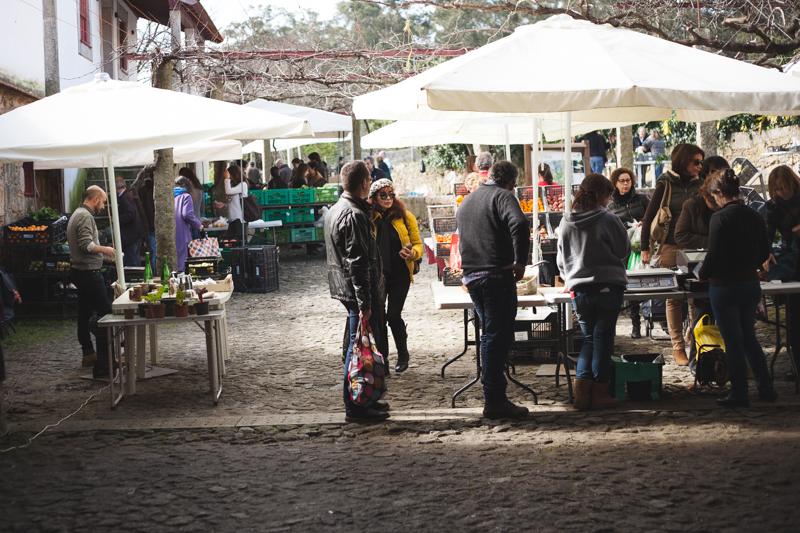 mercado semanal no parque da cidade