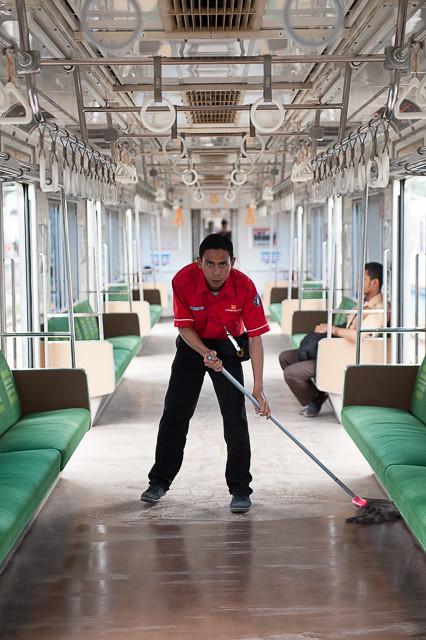 車内清掃員
