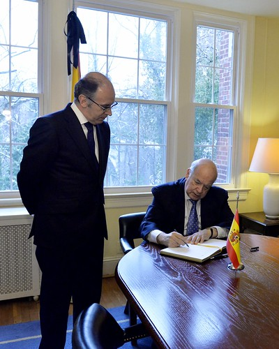 OAS Secretary General Paid His Respects to Spain on the Death of Former President Adolfo Suárez