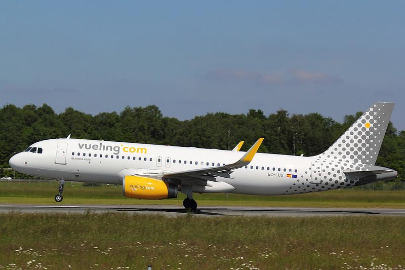 Vueling - A320 - EC-LUO (2)