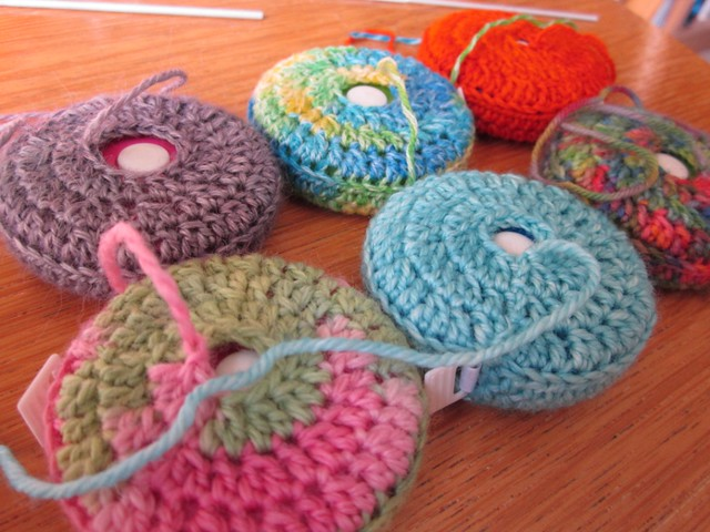 crochet tape measure cases tutorial (33)